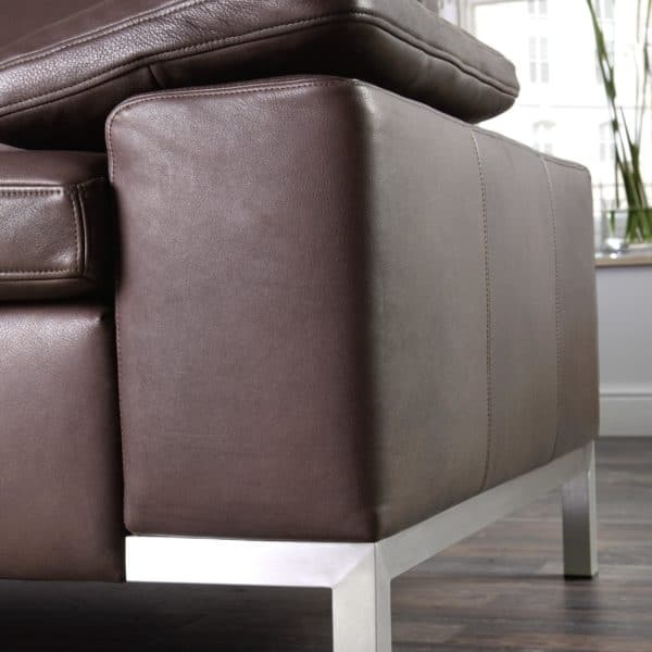 Detail - Sofasystem Siena 3-Sitzer in Leder mit Edelstahlkufe